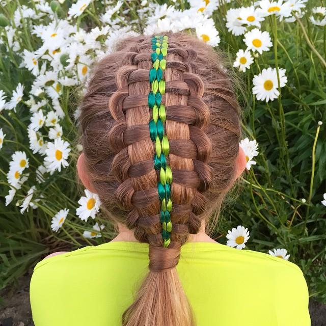 suspended infinity braid with four ribbons
