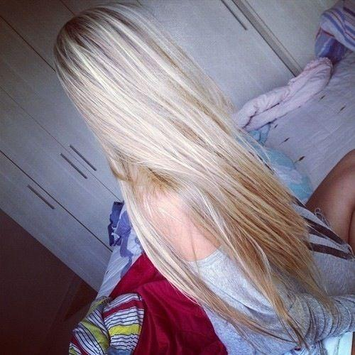 blondinki-s-dlinnimi-volosami-i-krasivoy-grudyu